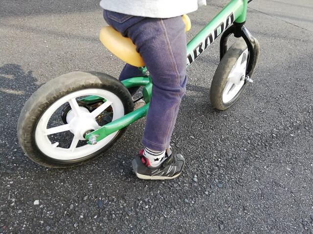 2歳の息子にプレゼントしたのはDABADAのバランスバイク