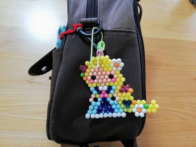 幼稚園のかばんにキーホルダー