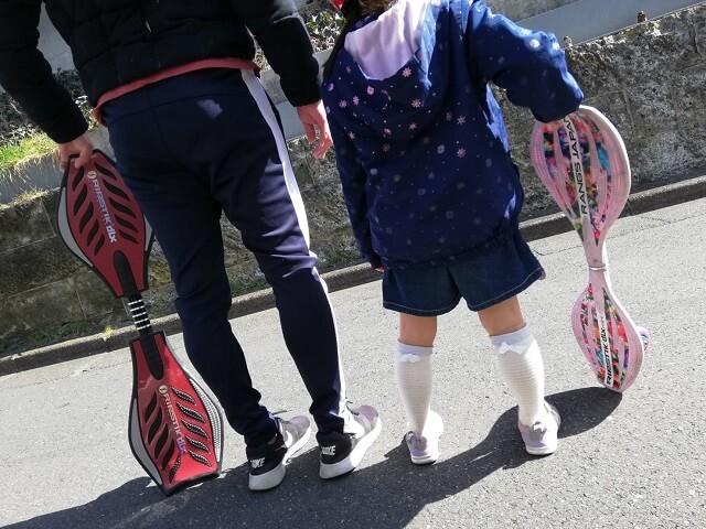 ブレイブボードを持って娘と2ショット