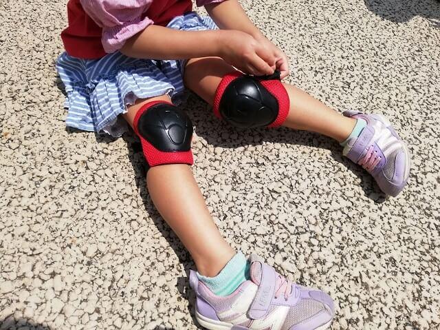 プロテクターをする5歳の娘