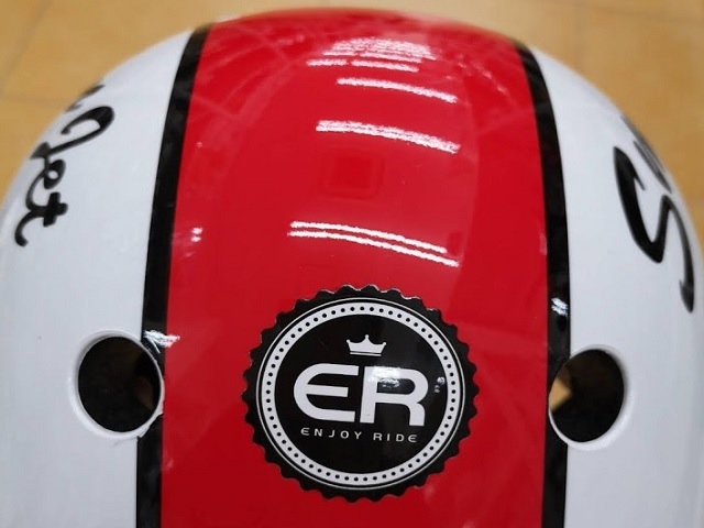 ハードシェルタイプヘルメットの後ろ側