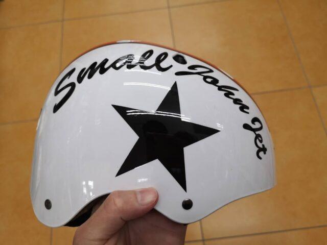 ハードシェルタイプのヘルメット