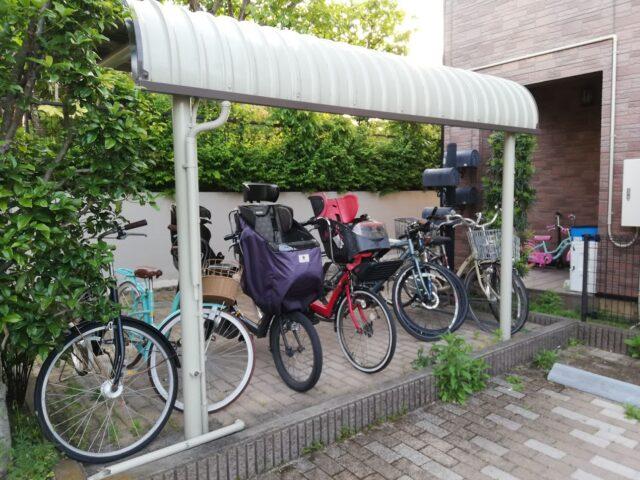 人の通りが多い駐輪場