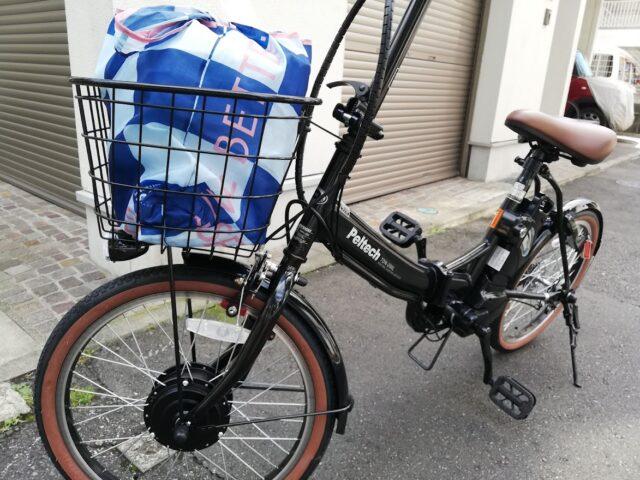 荷物を載せた自転車