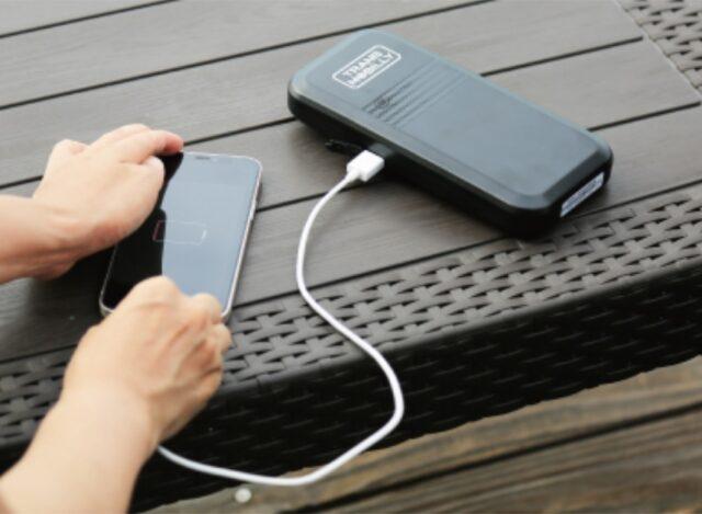 バッテリーで携帯を充電