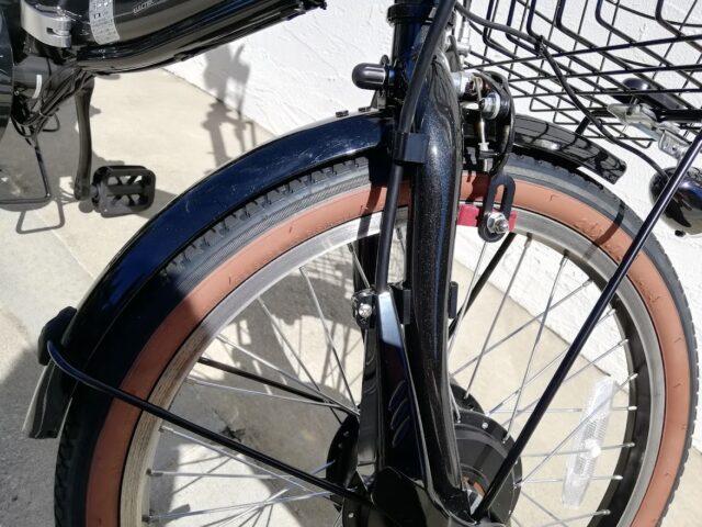 前タイヤの泥除けカバー