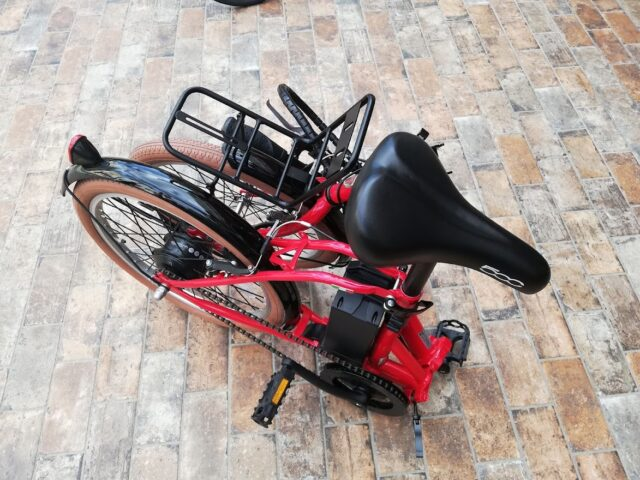 折りたたんだ自転車